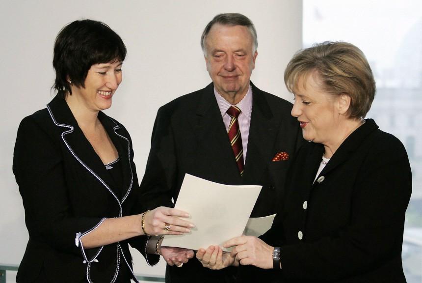 Bundeskanzlerin Merkel ernennt Staatsminister