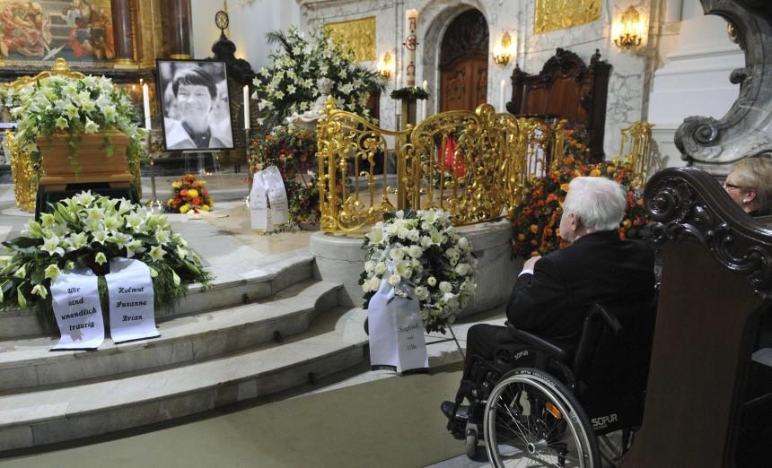 Former German Chancellor Schmidt and his daughter Susanne Schmidt attend the funeral service for Schmidt's late wife Loki Schmidt, in Hamburg