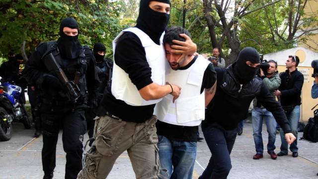 Paketbomben aus Griechenland: Griechische Antiterror-Kräfte haben in Zusammenhang mit der Anschlagsserie zwei Verdächtige festgenommen. Sie sollen in Kontakt zu einer radikalen Untergrundorganisation stehen.