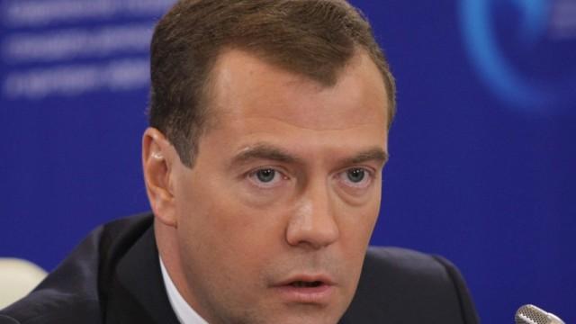 Medwedew beklagt Russlands Leid mit der Demokratie