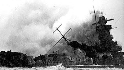 """Nazi-Schiff """"Admiral Graf Spee"""": 1939 versenkte die Besatzung derAdmiral Graf Speeihr Schiff selbst vor Montevideo. Uruguay verbietet nun die Bergung gesunkener Schiffe vor der Küste."""