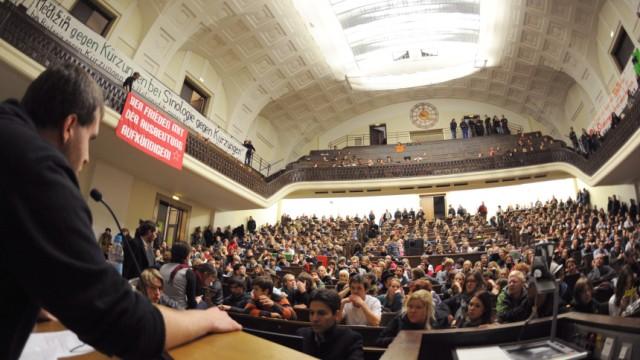 Studenten und Professoren protestieren gegen Staatsregierung