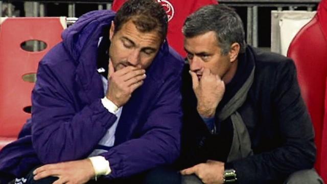 Champions League: Real Madrid: Gesprächsbedarf: Real-Trainer José Mourinho (rechts) mit Reservekeeper Dudek.