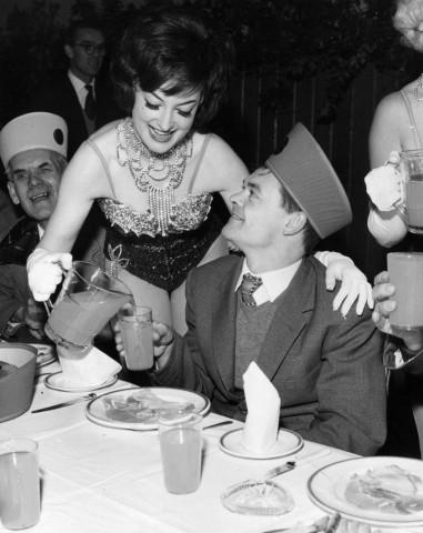 Bedienung / Waitress / 1962
