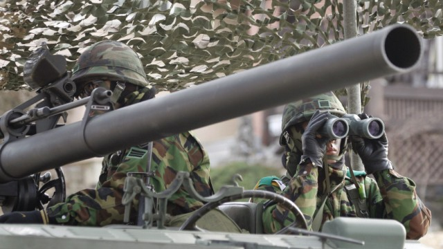 South Korean army soldiers take part in an exercise before a marines landing drill at Mallipo beach in Taean