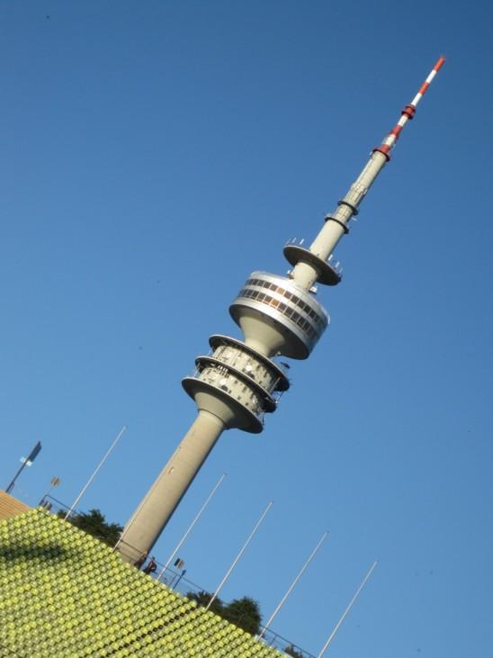 Olympiaturm, München, Bilder der sueddeutsche.de-User. NUR FÜR DIE BIGA ZUR SERIE BESTIMMT. Rückfragen bitte an Tobias Dorfer (-9411).