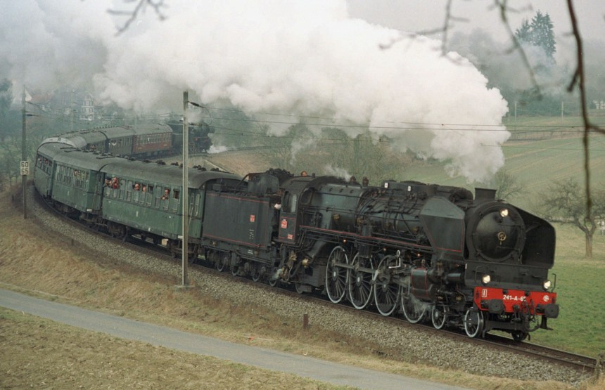 Dampflokomotive 241 A 65 in Fahrt, 1998