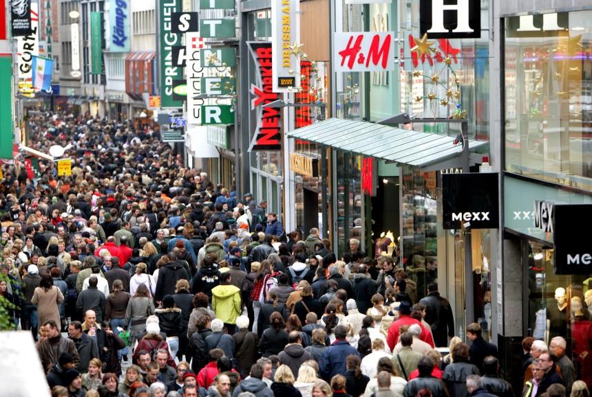 Kundenansturm in den Einkaufsstraßen