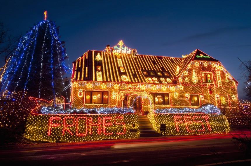 400.000 Lichter schmuecken 'Lichterhaus' in Calle