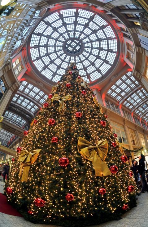 Festlicher Weihnachtsbaum in der Mädlerpassage