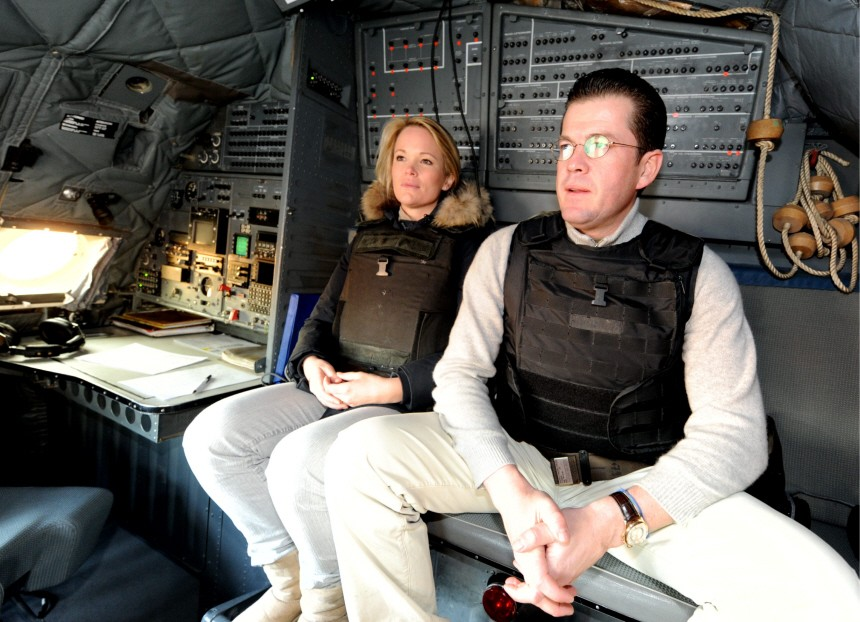 Verteidigungsminister zu Guttenberg und Frau besuchen Soldaten in Afghanistan