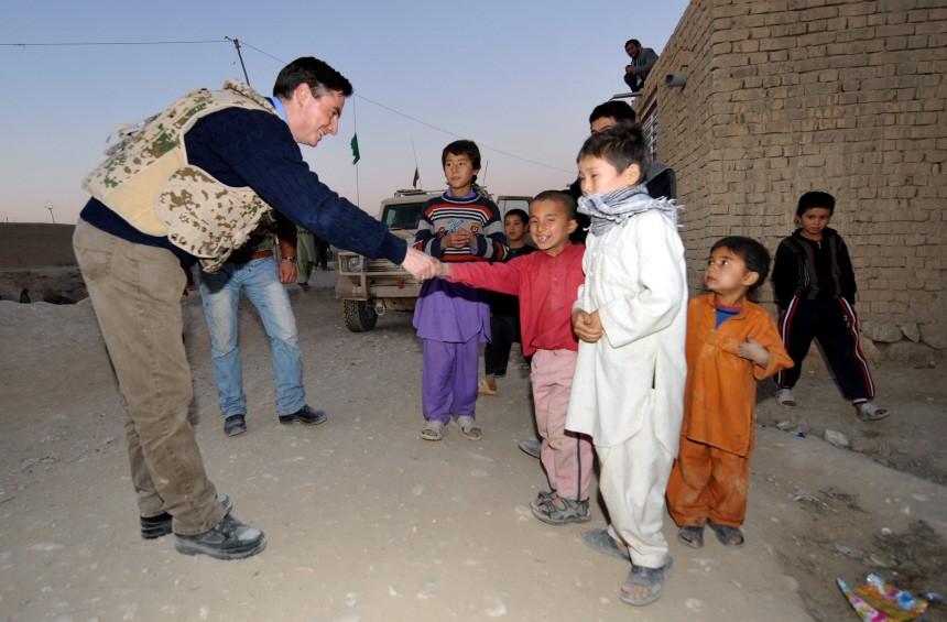 Verteidigungsminister Guttenberg in Afghanistan - McAllister