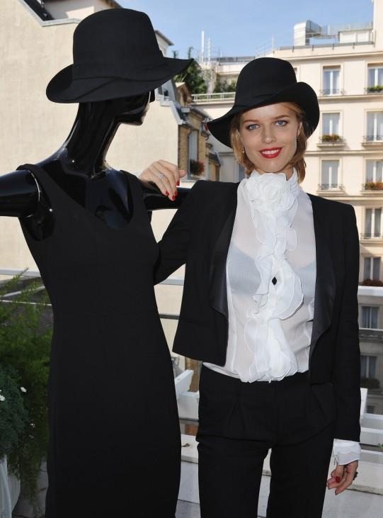 Eva Herzigova smoking model mode anzug