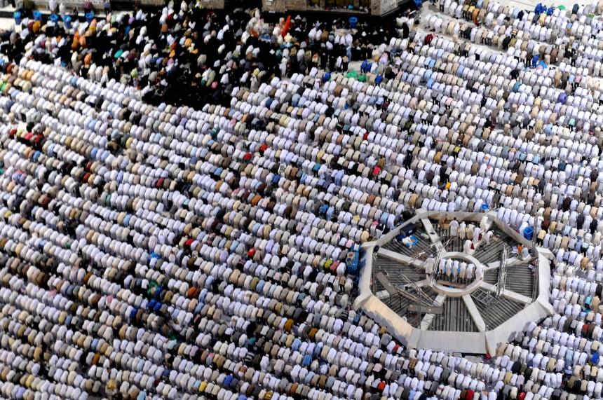 Ramadan - Gläubige an der Großen Moschee