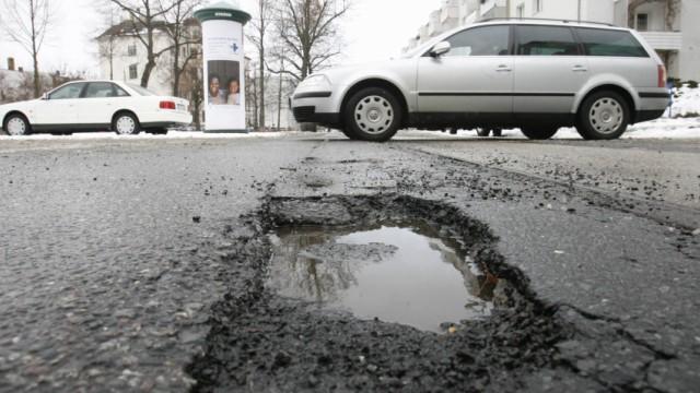 Frostaufbrueche und Fahrwerksschaeden - Wie Autofahrer sich wehren koennen