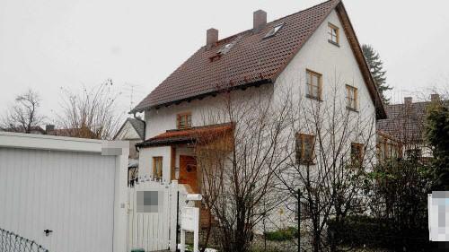 FFGR41273 10.1.2011 Gröbrnzell Augsburger Straße 32 Tatorthaus: 18jähriger ersticht Freund der Mutter Foto: Günther Reger