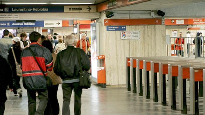 U-Bahn-Züge in Rom zusammengestoßen - Eine Tote und 110 Verletzte