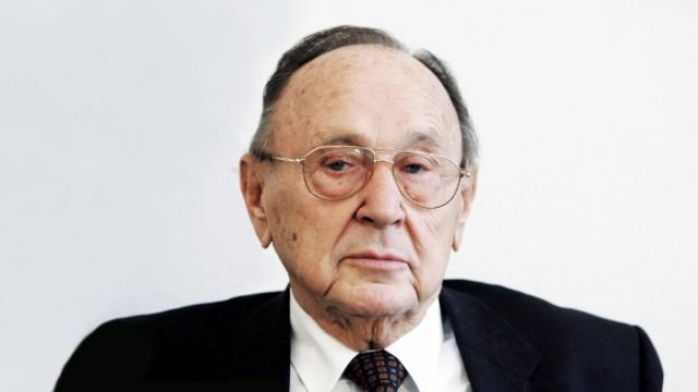 Hans-Dietrich Genscher Speaks at Foreign Journalists' Association