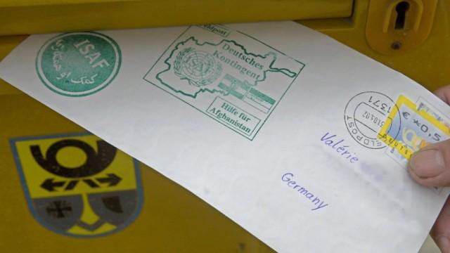 Einwurf eines Briefes als Feldpost in Kabul