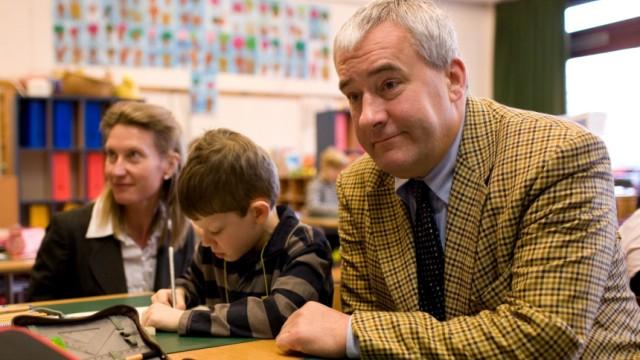 Landeskultusminister Spaenle besucht 'flexible Grundschule'
