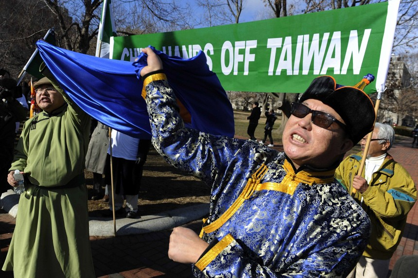 Protesters opposed to the Chinese government policies shout on the sidewalk outside the White House in Washington