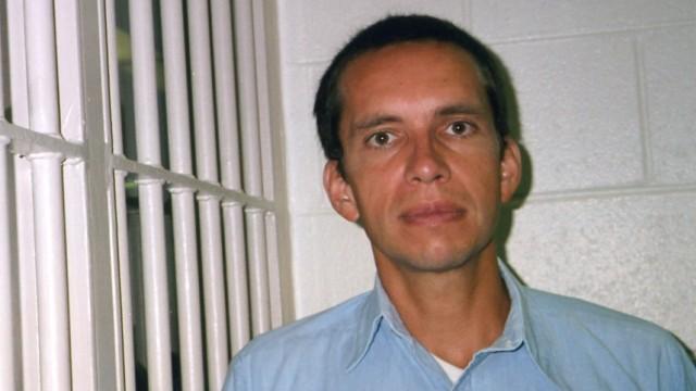 Jens Söring: Lebenslang im Gefängnis: Jens Söring wurdezu zweimal lebenslänglich verurteilt:Es ist ein Fall ohne Augenzeugen, ohne Fingerabdrücke, es gibt Ungereimtheiten, Verfahrensfehler, befangene Richter.