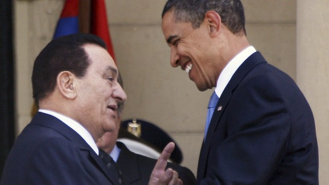 Egyptian President Mubarak welcomes U.S. President Obama during at presidential palace in Cairo
