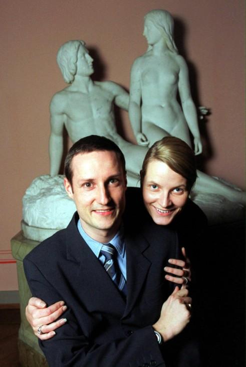 Norwegischer Kronprinz Haakon mit Verlobter Mette-Marit, 2001