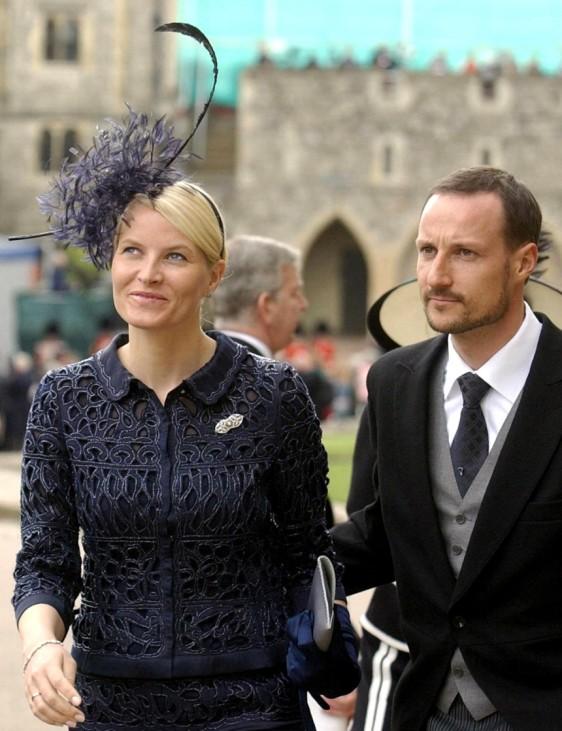 Kronprinz Haakon und Kronprinzessin Mette Marit bei Hochzeit von Charles und Camilla, 2005