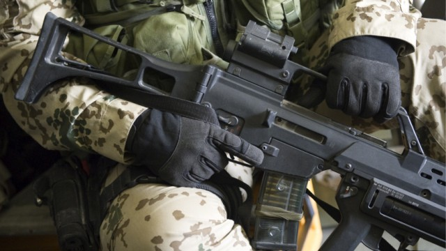 Bundestag verlaengert Afghanistan-Einsatz bis 2012