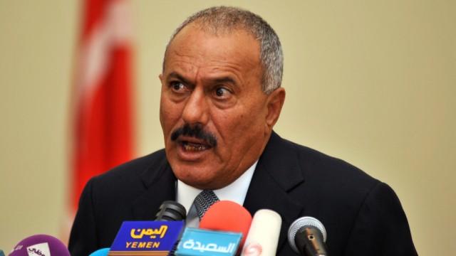 Yemeni President Saleh and his Turkish counterpart Gul hold a new