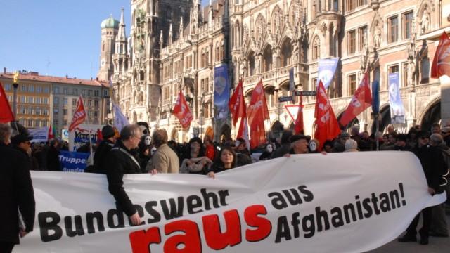 Demonstration gegen Sicherheitskonferenz, München, Marienplatz, 5. Februar 2011
