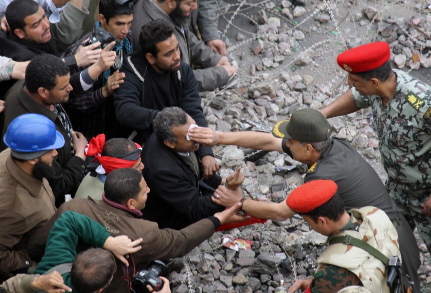 Egyptian army negotiating with anti Mubarak activist at Tahrir Sq
