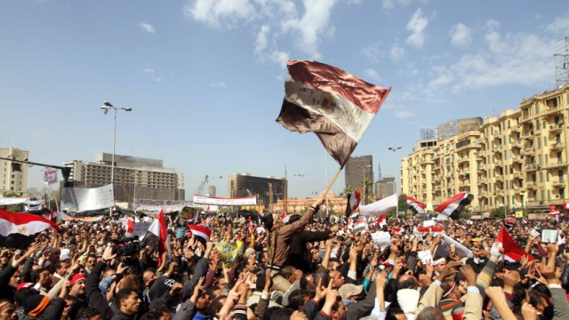 Die EU und der Aufruhr in Ägypten: Tage des Zorns: Demonstranten auf demTahrir-Platz in Kairo