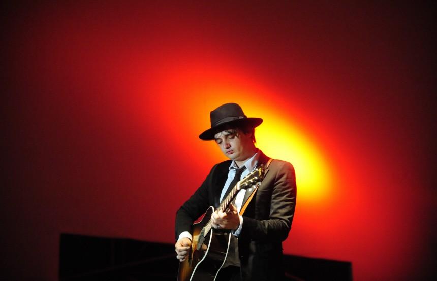 Pete Doherty singt Deutschlandlied