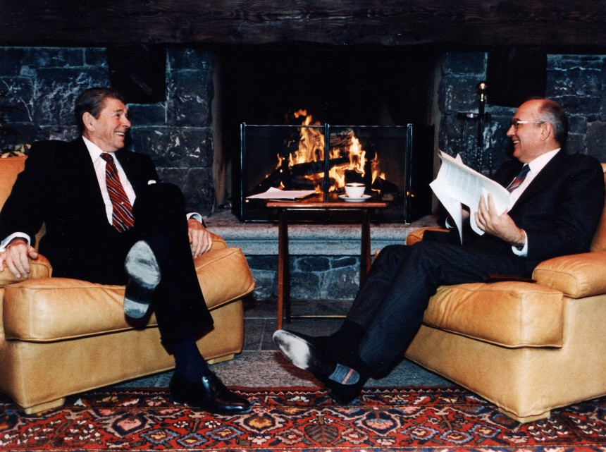 Ronald Reagan und Michael Gorbatschow in Genf, 1985