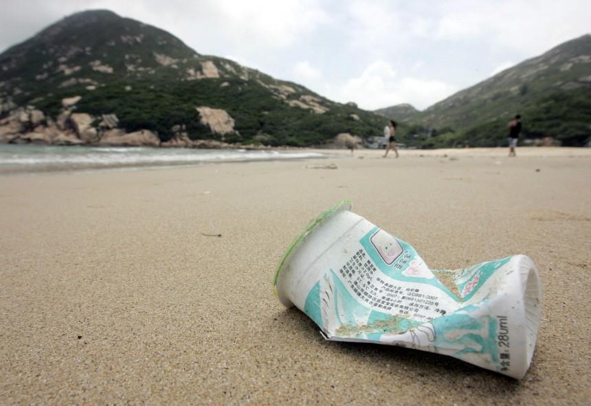 Strandsäuberung von Plastikabfällen in China