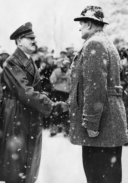 Adolf Hitler und Karl Ritter von Halt bei der Olympiade, 1936