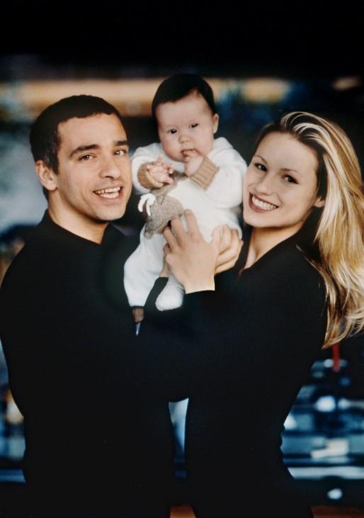 Eros Ramazzotti und Michelle Hunziger mit Tochter Aurora, 1998