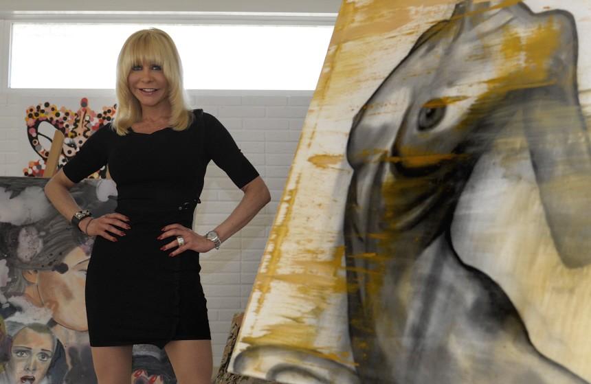 Dolly Buster stellt Gemaelde in Fuerther Galerie aus