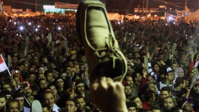 Egyptian protesters furious at defiant Mubarak