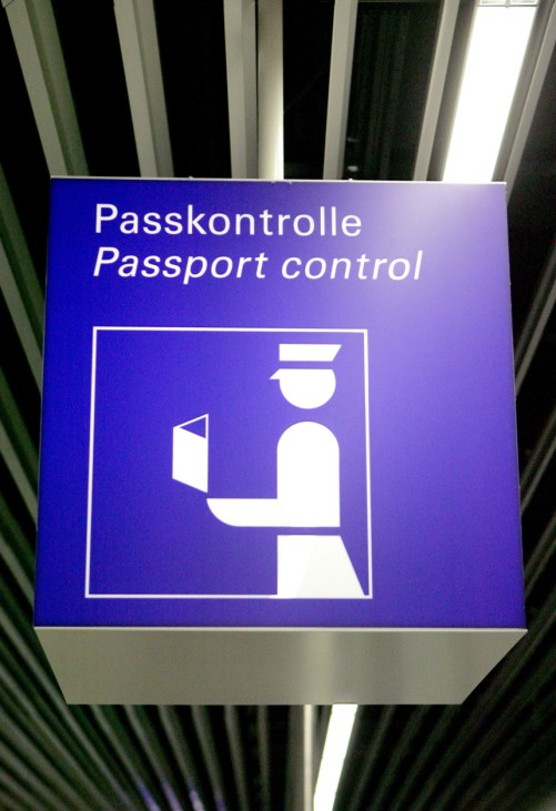 Pass-Kontrolle am Flughafen