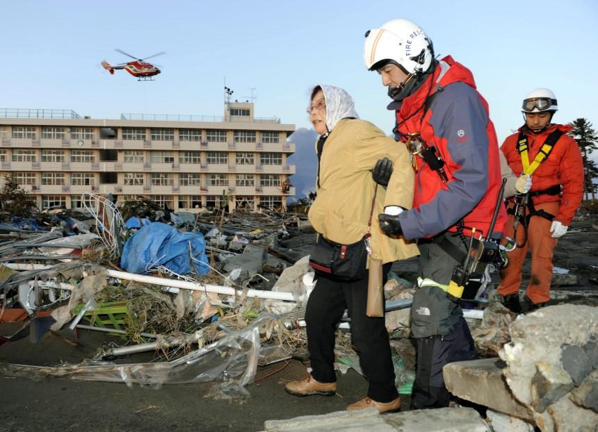 Schweres Erdbeben erschüttert Japan - Zerstörungen nach Tsunami