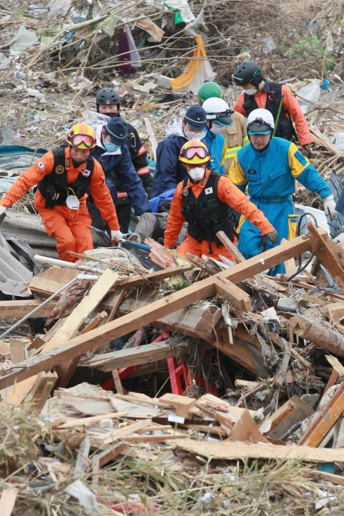 South Korean rescue team starts activities in Japan