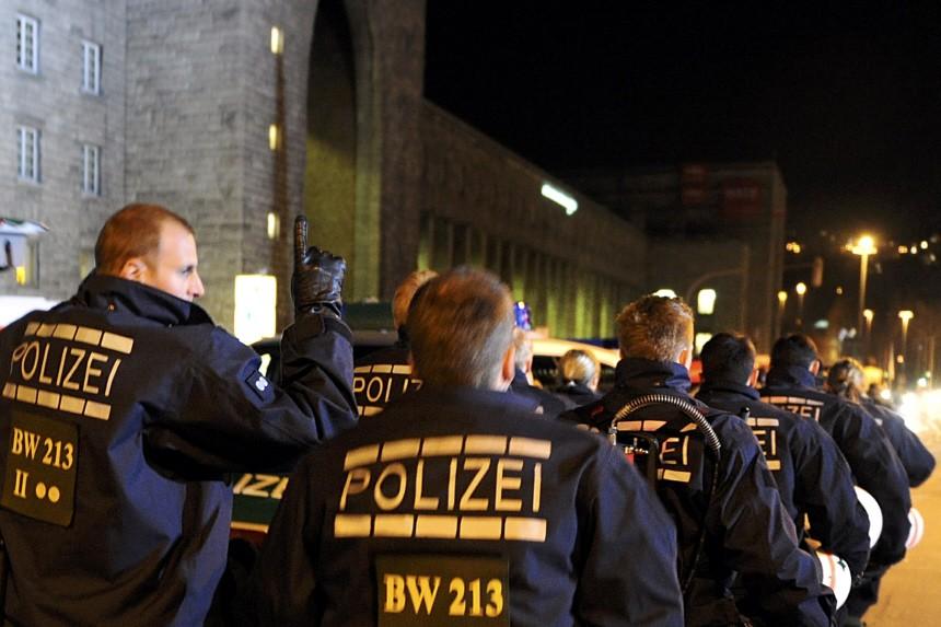 Demonstration von 'Stuttgart 21'-Gegnern am Stuttgarter Hauptbahnhof