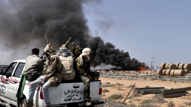 Krieg in Libyen: Die internationale Militärallianz agiert mittlerweile als Quasi-Luftwaffe der Rebellen. Aber wer sinddie Kräfte eigentlich, die gegen das Gaddafi-Regime kämpfen.
