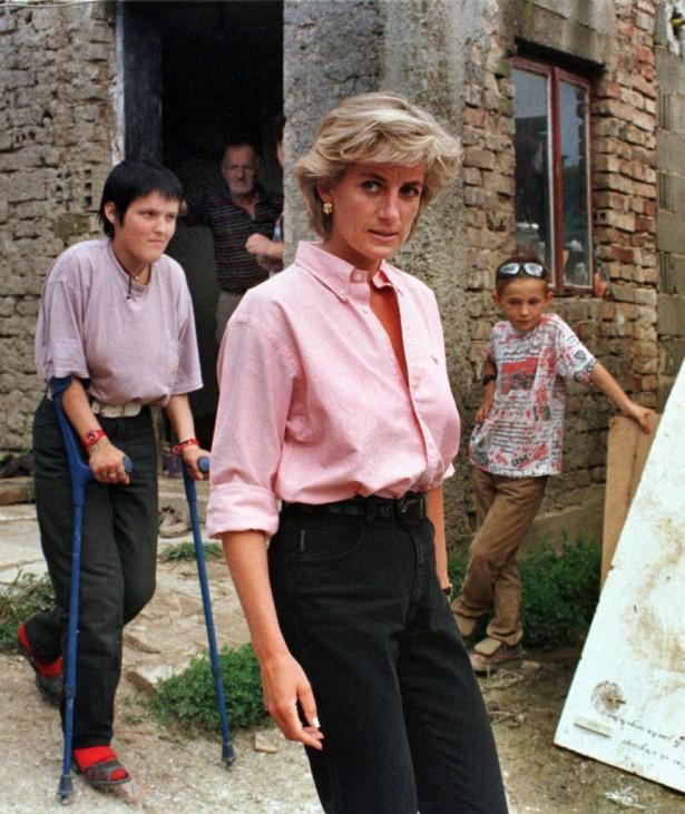 Prinzessin Diana mit Minenopfer in Sarajevo, 1997