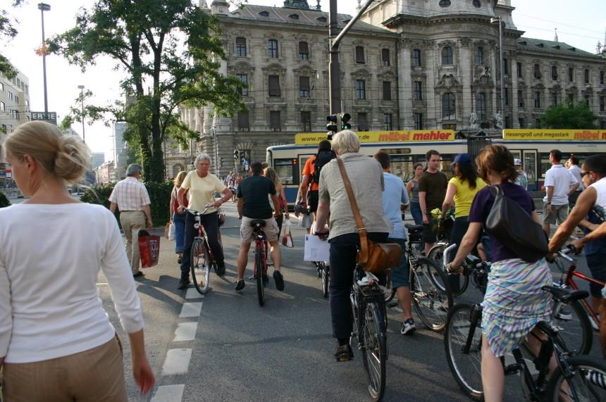 Fahrradchaos am Münchner Stachus, 2005