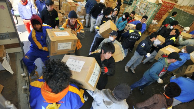 Rugby players volunteer for emergency aid in Kamaishi