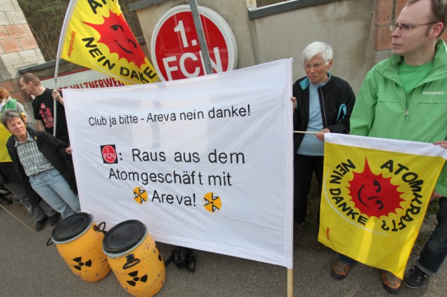 Atomkraftgegner demonstrieren beim 1. FC Nürnberg